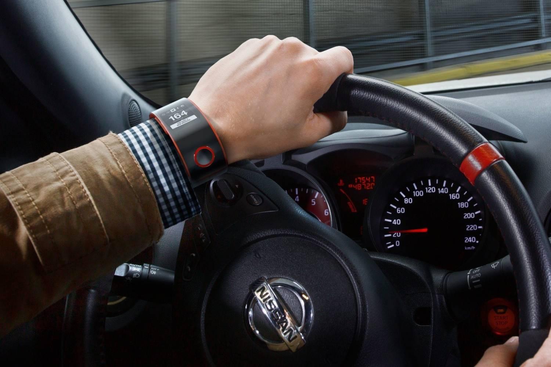 Умные часы для водителей от Nissan