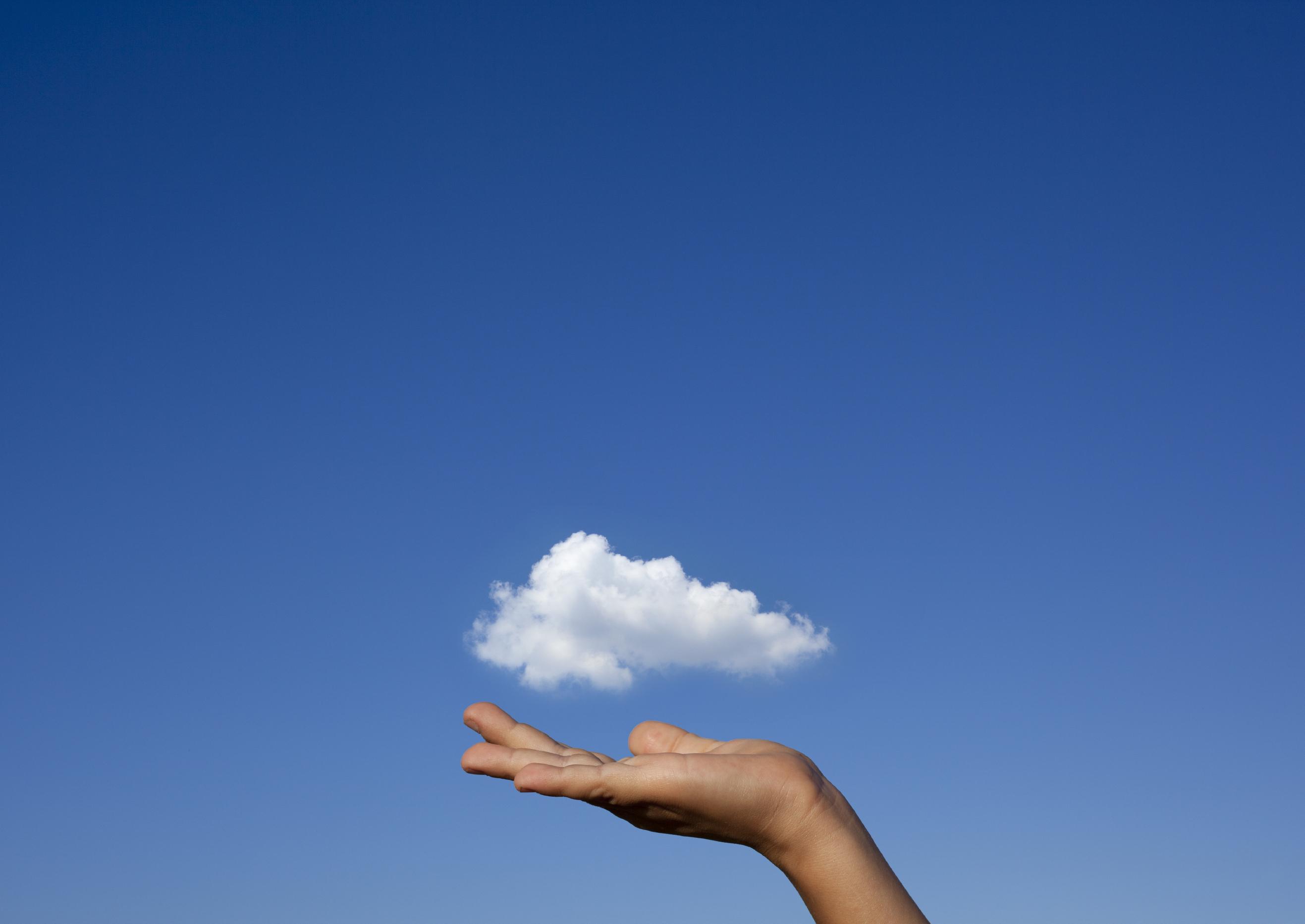 красивые картинки рук на фоне неба маленькая неровность или