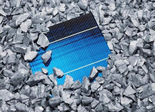 В 2013 году Китай импортирует 80 000 тонн поликремния для производства фотоэлектрических модулей