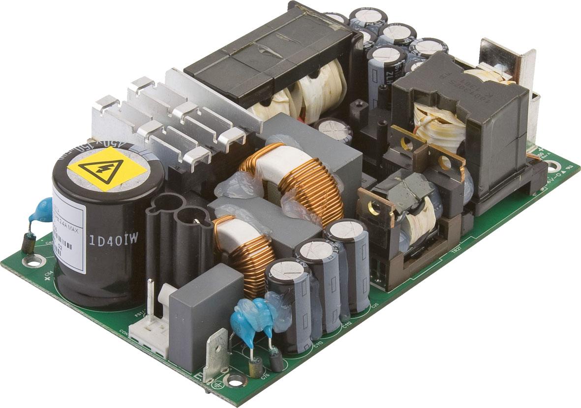 200-Вт источники питания  AC/DC с КПД 95% увеличивают ресурс и расширяют температурный диапазон