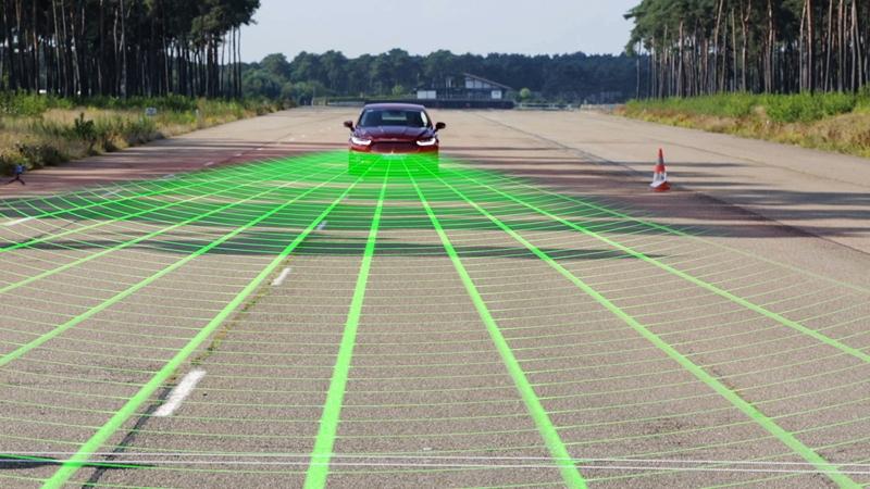 Ford внедряет систему обнаружения пешеходов и автоматического торможения