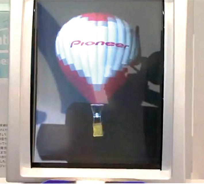 Дисплей от Pioneer с парящим в воздухе изображением
