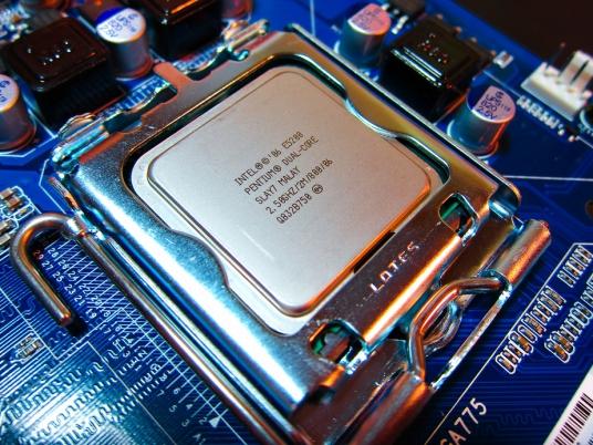 В чипах Intel обнаружена критическая уязвимость