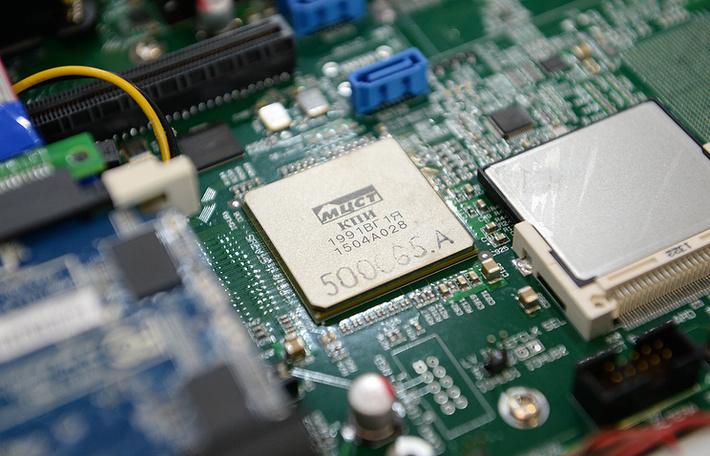 «Росэлектроника» запустила предсерийное производство компьютеров Эльбрус 101-РC