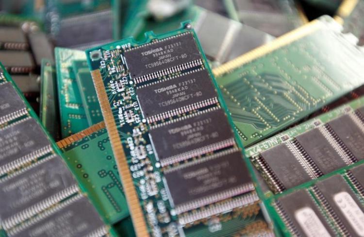 Foxconn привлечёт Sharp к торгам за производство чипов Toshiba