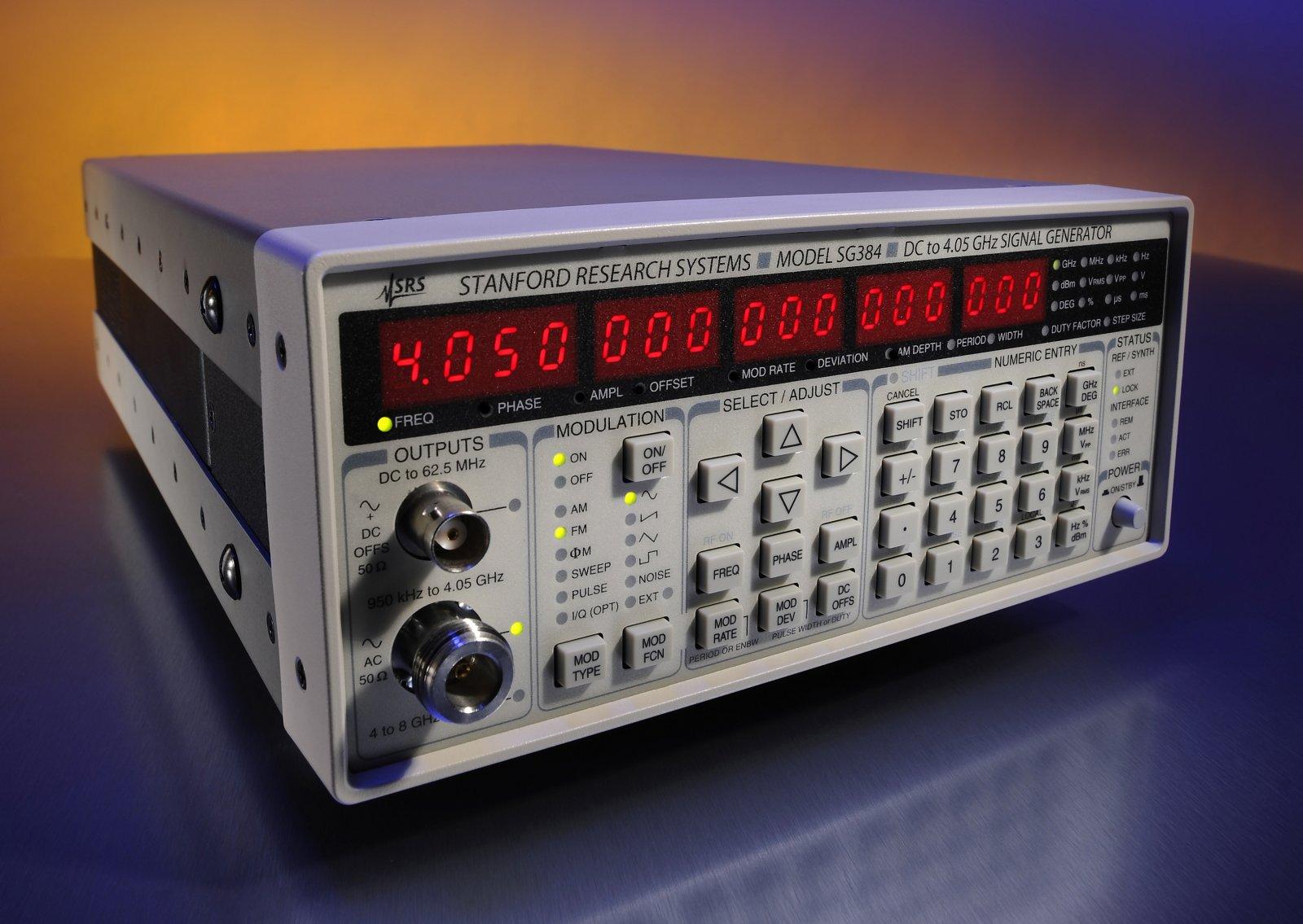 Генераторы сигналов Stanford Research Systems Inc. серий SG380 и SG390