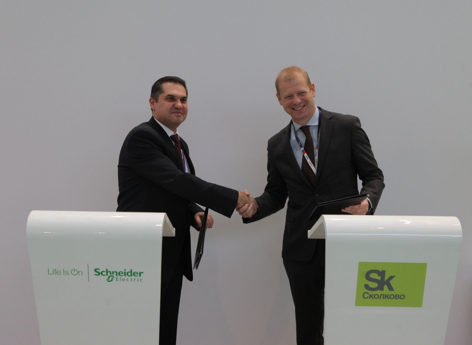 Schneider Electric запускает центр НИОКР в «Сколково»