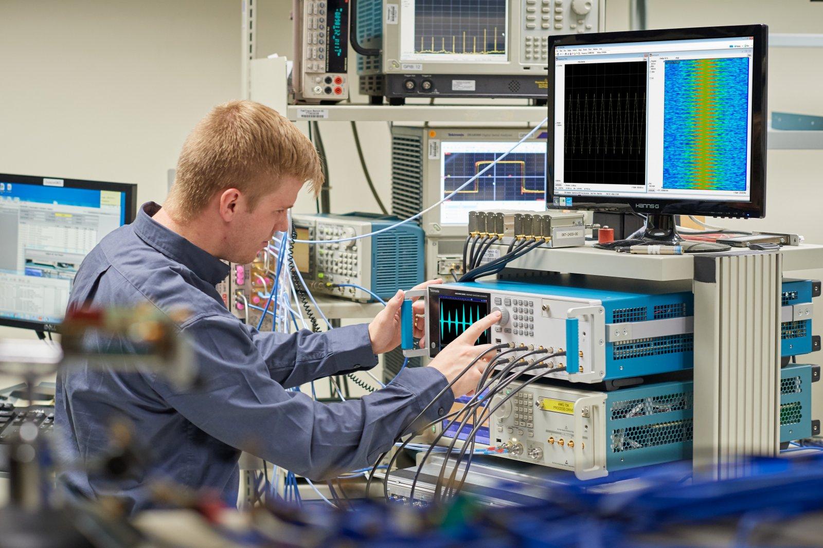 Новый генератор сигналов произвольной формы от Tektronix