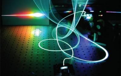 Лазерные импульсы ускорят компьютерные вычисления в 100 000 раз