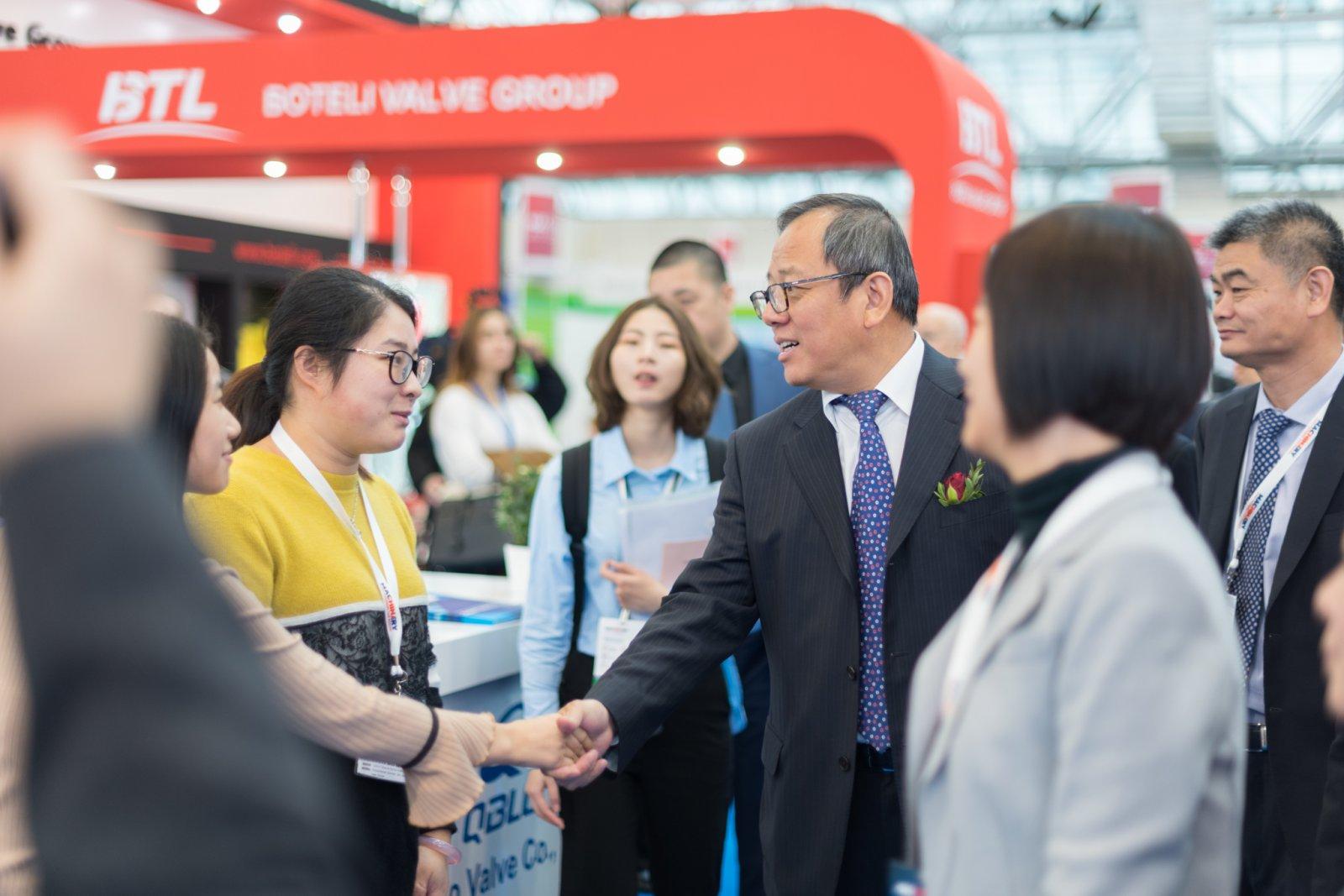 Поставщики электротехники из Китая на выставке промышленных технологий и оборудования