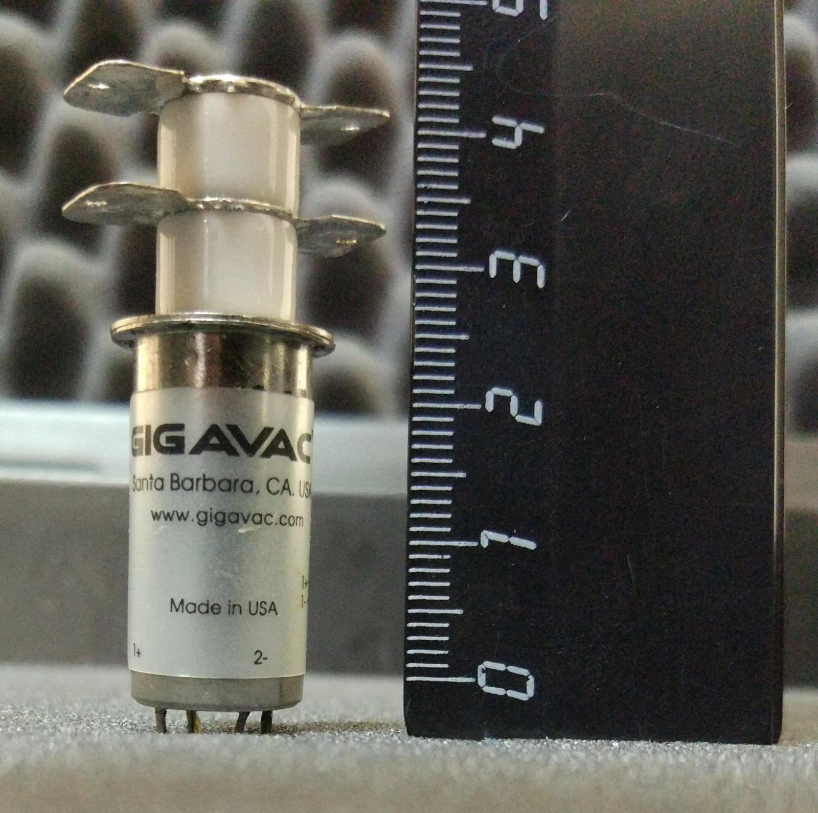 Компактное высоковольтное поляризованное реле от Gigavac